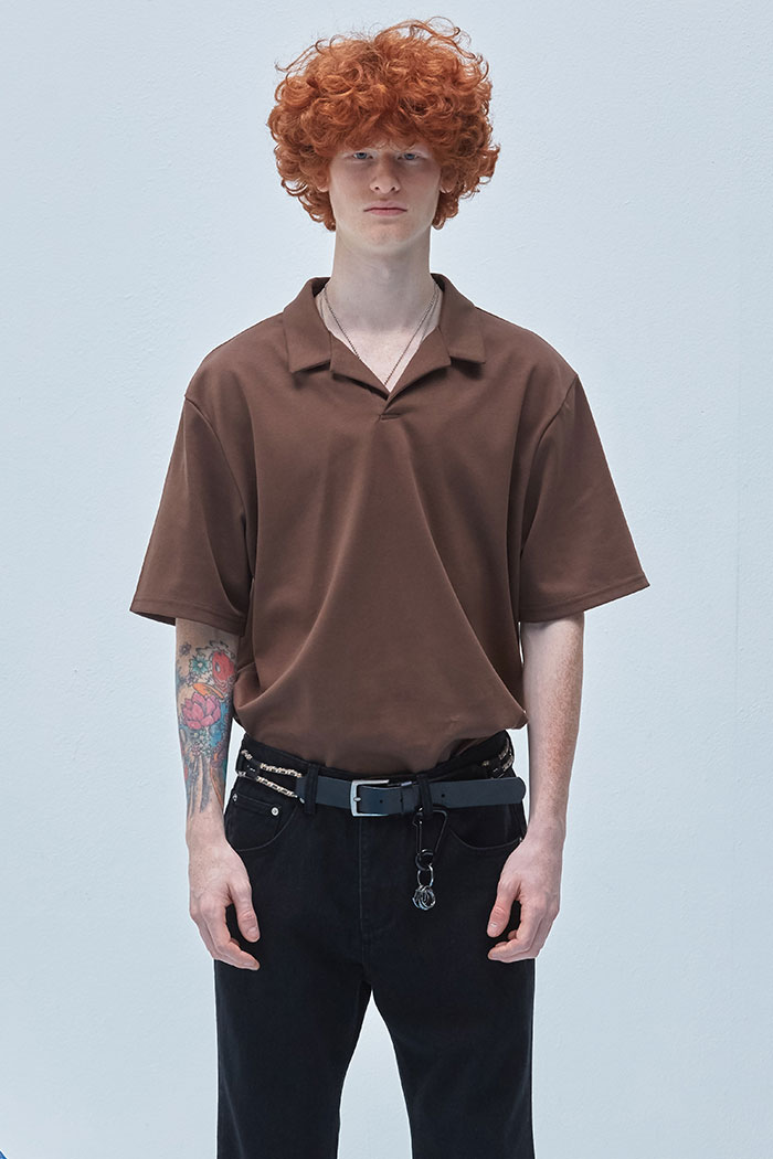 OPEN COLLAR TSHIRT[BROWN]